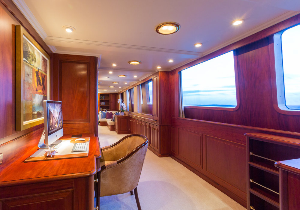 142'-Palmer-Johnson-LADY-J-Interiors-6.jpg