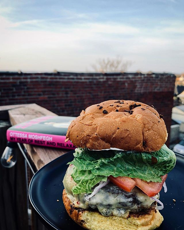 : Missing New York and feeling quite the glutton eating this 1/2 pound cheeseburger while reading about Moshfegh's narrator's strict diet of prescription pills and her friend Reva's fasting. But loving every bite and every sentence. . CURRENTLY EATING: Jalapeño cheeseburger 🍔  CURRENTLY READING: My Year of Rest and Relaxation, by Ottessa Moshfegh 📖 . How about you friends... What's the last sandwich you ate? What's the last book you read? _ #whatisyourfavoritesandwich #readbookseatsandwiches  #thesignaturesandwich #sandwich  #books #sandwiches #burger  #cheeseburger #poetsandprosers  #readabookinstead #bookstagram  #instabook #bibliophile #read #reading  #bookporn #foodporn #ottessamoshfegh #myyearofrestandrelaxation  #penguinpress #penguinbooks