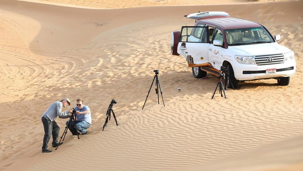 Bill Fontana in Liwa Desert making his sound recordings for Abu Dhabi Festival. Courtesy Abu Dhabi Festival