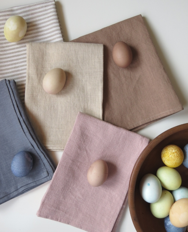 How to naturally dye Easter Eggs for spring at Foragedhome.com