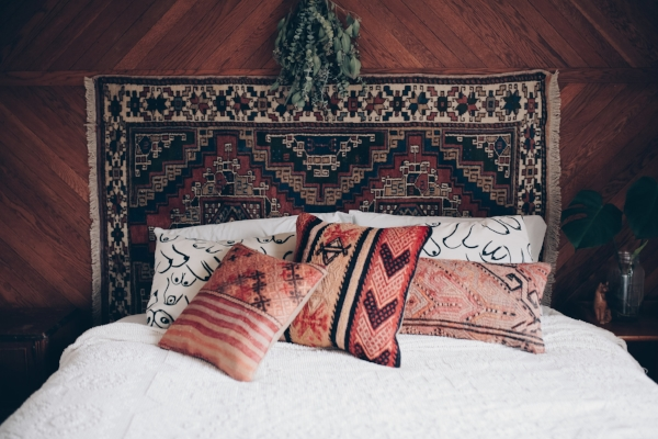 Bohemian bedroom decor with vintage kilim pillows via Foragedhome.com