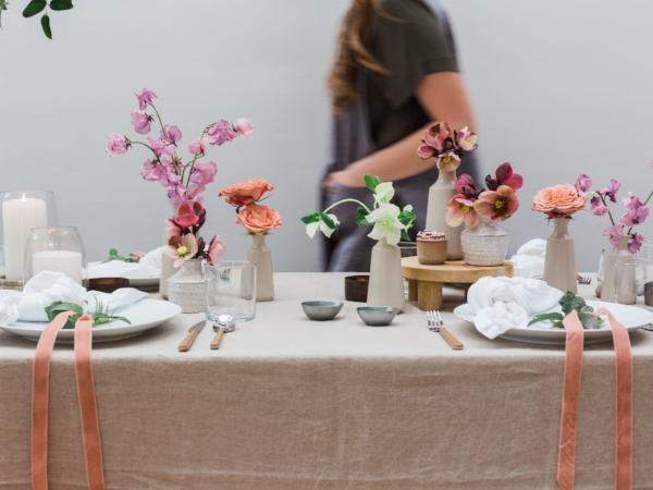 Spring tablescape ideas in shades of pink, peach and mauve with fresh flowers by Foraged Floral