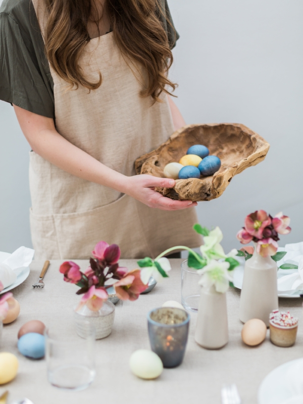 How to naturally dye easter eggs with no toxins via Foraged Home