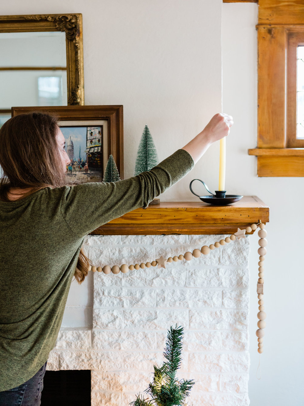 Foraged Home, simple and easy mantle decor for the holidays