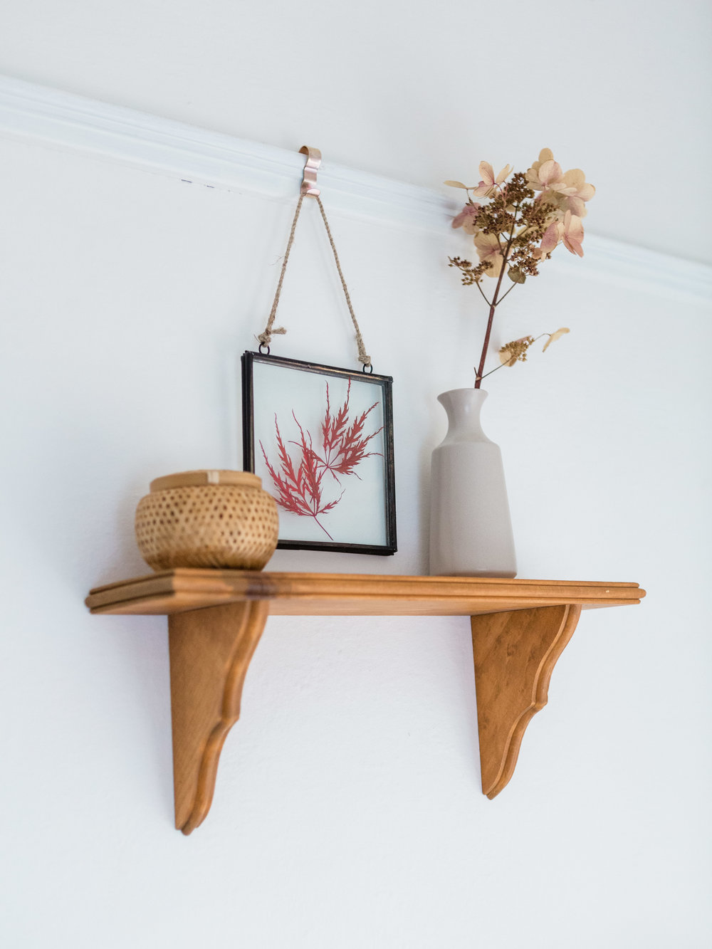 simple shelf decor ideas from foragedhome.com