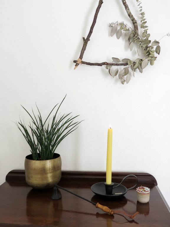 Benefits of beeswax candles from Foragedhome.com #beeswax #beeswaxcandles #homedecor