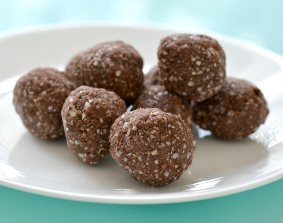 Chocolate-Quinoa-Protein-Balls.jpg