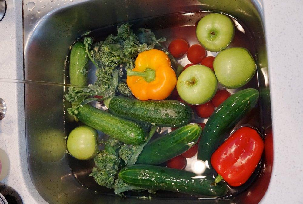 Como Lavar las Frutas y Vegetales - La Vida Orgánica.jpg