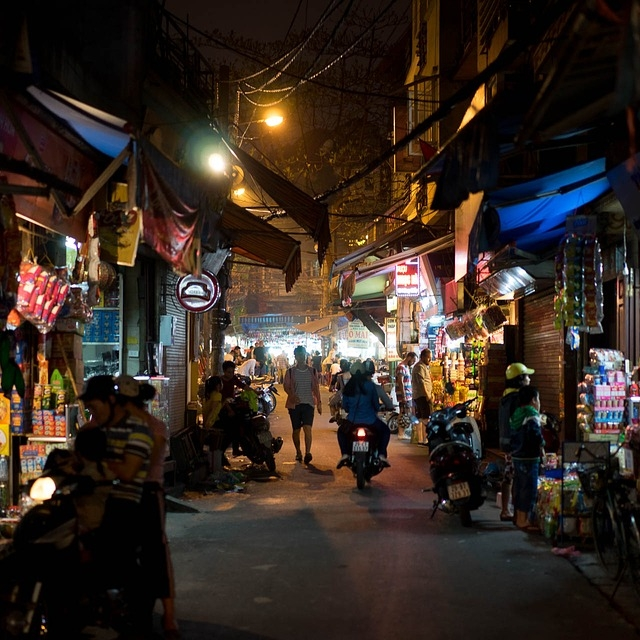 Hanoi-night market.jpg