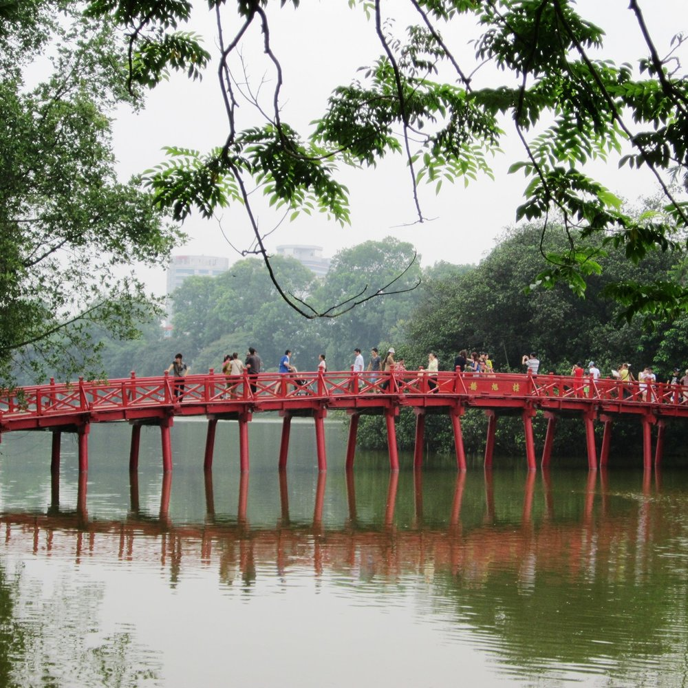 Hanoi-Huc bridge.jpg