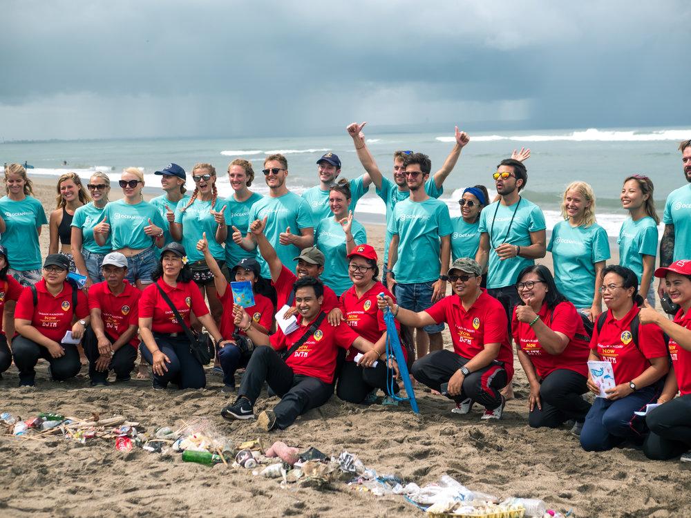 Beach clean in Bali © Ocean Mimic