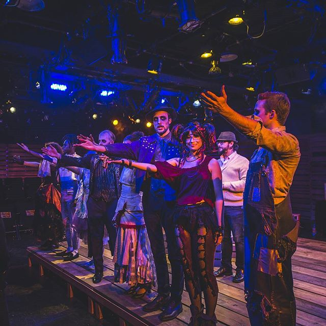 Today, this group of awesome people will take their final bows, TWICE! After living in a happily hangover haze for the past 5 weeks and receiving love from the audience each night. You can applaude their incredible performances twice today at 4pm and 8:30pm. Don't miss it! #whiskeypants #mayorofwburg #finalbows To celebrate the occasion use the code NEAT for a $10 ticket today! Tix:www.themayorofwilliamsburg.com 📸 Ze'Castle
