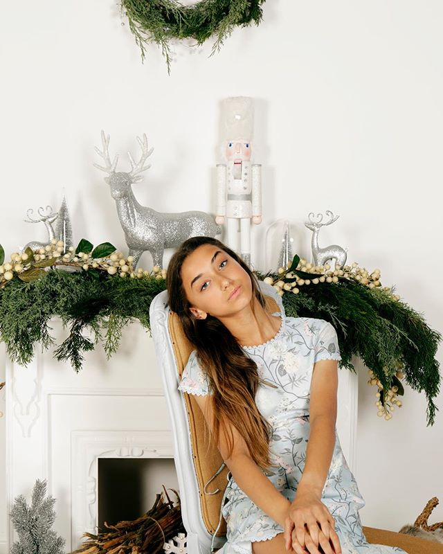 Bringing in the Christmas cheer with our handcrafted clean white Christmas set! This mini session suits kids of all ages and is one not to be missed.  We can't wait to see you all there. Link in bio to book. …  Model @claudine_henningsen …  #helloagain #shotbygeorgie #styledbynat #minisession #christmas #festiveseason #setdesign #handcrafted #madewithlove #welovechristmas #celebration #kidsfashion #childmodel #teenmodel