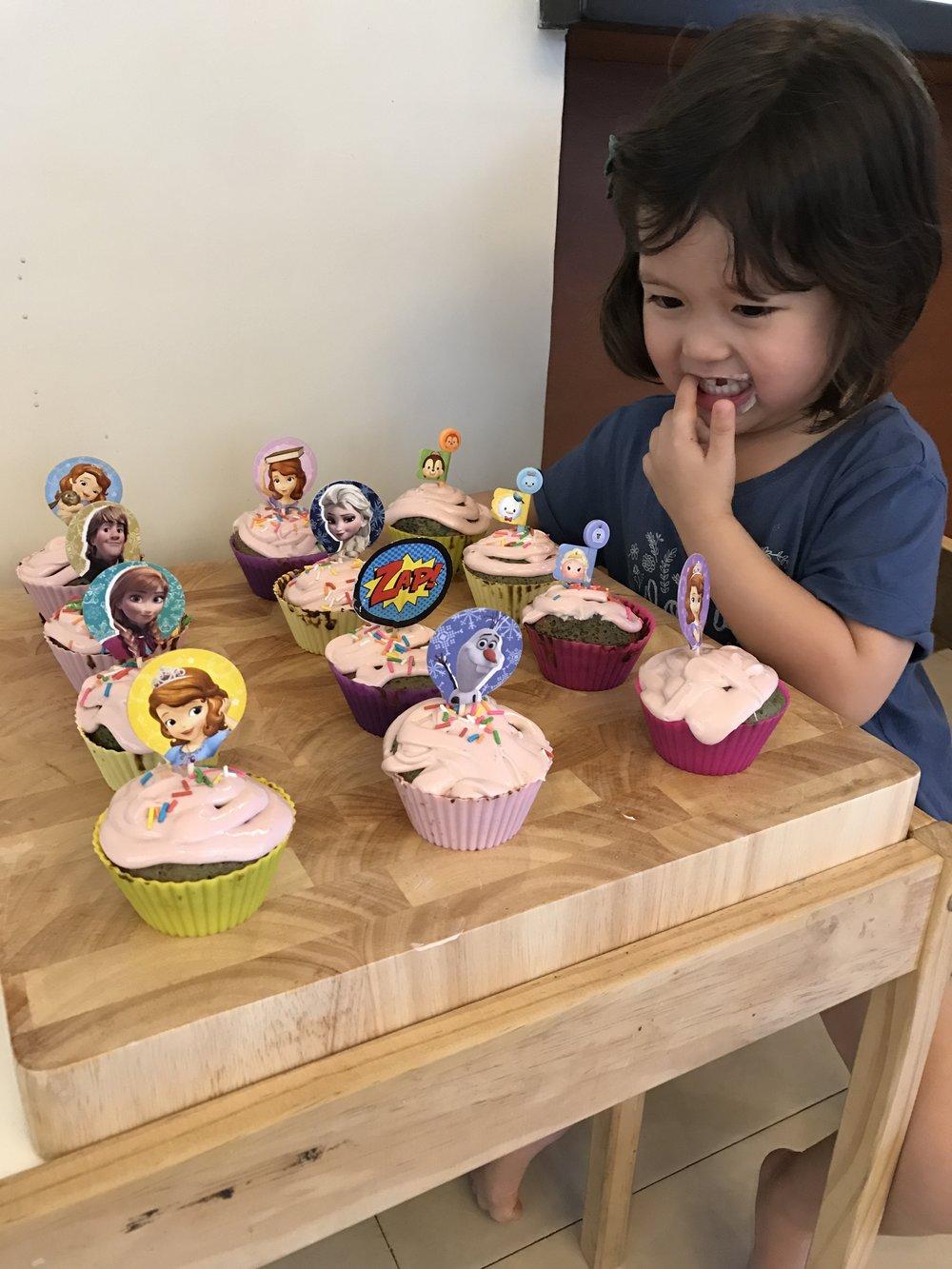Bake cupcakes-1.jpg
