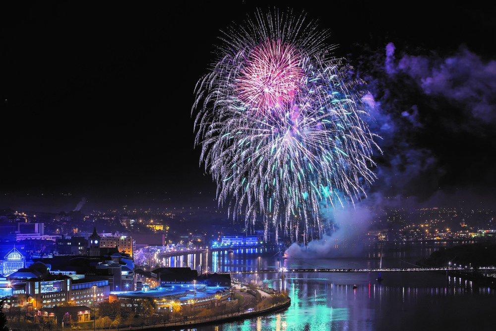 The firework display provided by star fireworks was a brilliant success. -