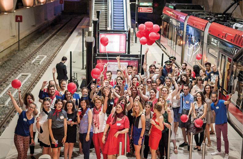 Anniversaire de Yelp Lyon à bord du Rhônexpress - Une soirée d'anniversaire pour Yelp Lyon, à bord du Rhônexpress privatisé. Scénographie et conception de la soirée pour 50 influenceurs. Juin 2016.