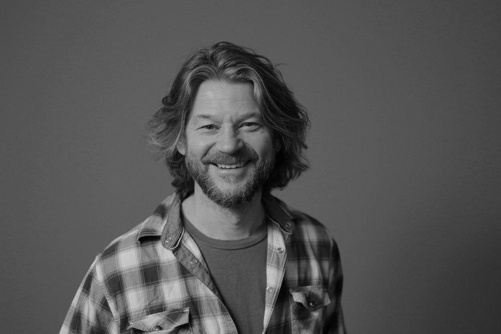 Carsten Aanonsen   Produsent og administrerende direktør +47 908 65 203 carsten (at) indiefilm.no  Carsten er Indie Films grunnlegger og direktør. Han har vært involvert i produksjonen av over 200 reklame-, oppdrags-, dokumentarfilmer og -serier siden han startet sin karriere. Carsten er utdannet i EAVE-produsent anno 2006