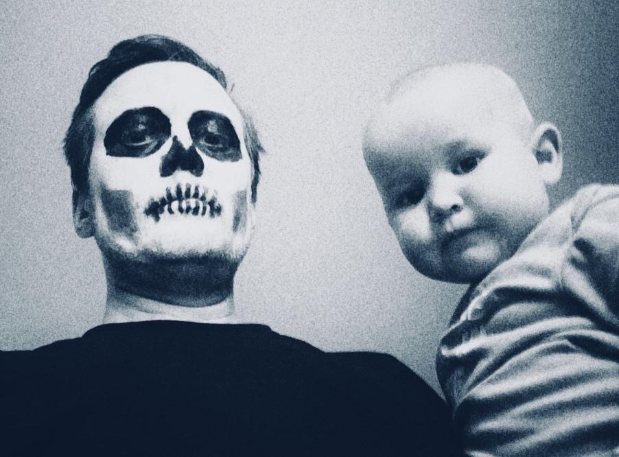 Pappa & Ludvigsen hører på musikk