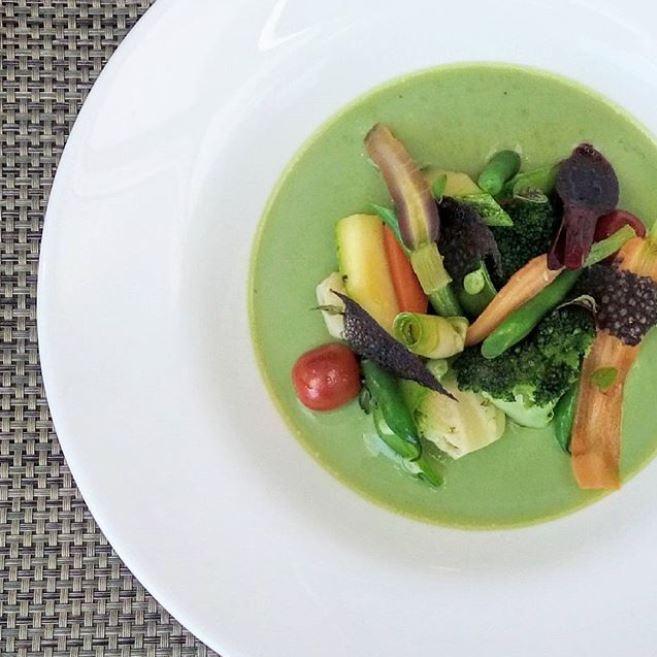 Creme de Espinafre com Vinagrete de Legumes do Chef André Chachá @ Restaurante Matisse