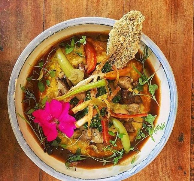 O  @orgbistro no Rio de Janeiro é um dos restaurantes incríveis que apoia o Setembro Verde. Usando ingredientes orgânicos, a casa oferece pratos frescos, coloridos, aromáticos e deliciosos.