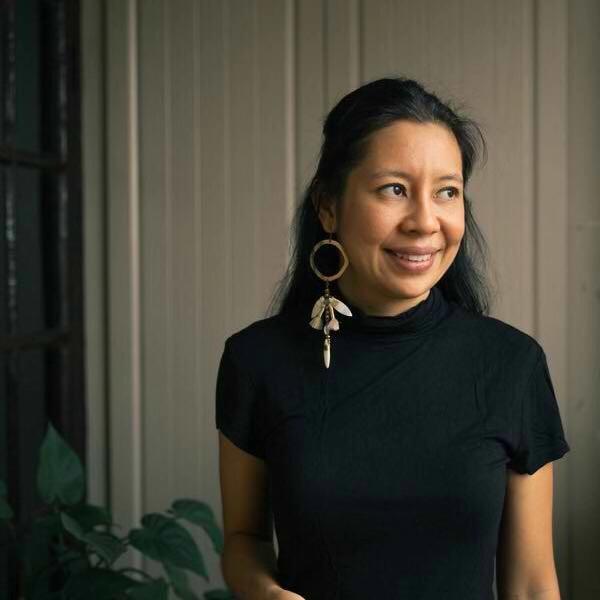 Katherine wearing    La Nomade Earring