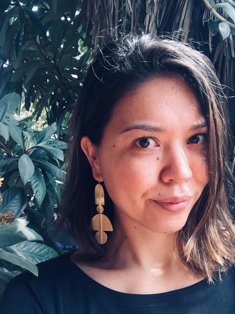Jayna wearing    Sunset Earring