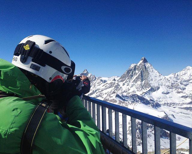 On top of the highest lift in Europe! with @lukejarmey #doimakeyouhornybaby #matterhorn #zermatt #guccilifts