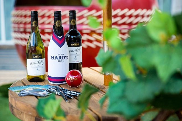 Reminiscing last weeks heatwave, and with the cricket season now in full swing we're looking forward to summer and sipping on some crisp Hardy's 2013 Chardonnay! 🏏🌞 #TBT #eventprofs #hardysashesexposure