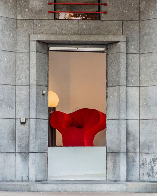 Red is the color of extremes. It's the color of passionate love, seduction, violence, danger, anger, and adventure.⠀ ⠀ ⠀ Would you dare to sit on this chair ???⠀ ⠀ #red #color #street #photography #art #streetphotography #sky #city #travel #photooftheday #instagood #streetstyle #love #style #fashion #photo #architecture #picoftheday #life #ig #nature #photographer #streetart #like #bw #landscape #antwerpen #interior #Kloosterstraat