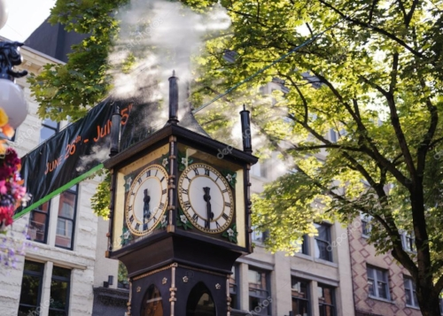 Gastown-steam clock-engagement-session-photography