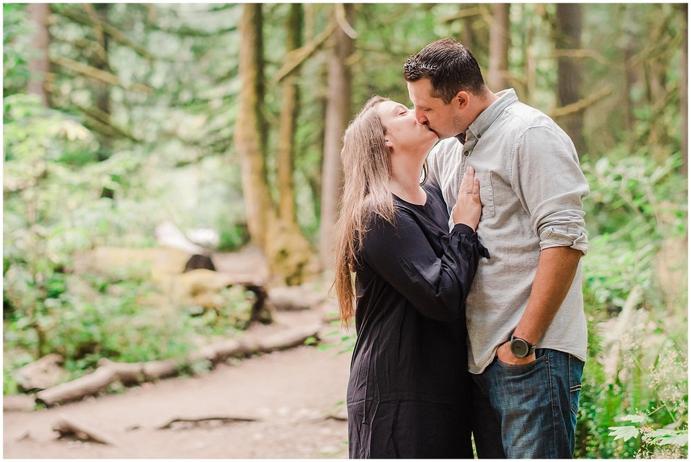 Capilano-suspension-bridge-nature-outdoor-engagement-wedding-location-photography