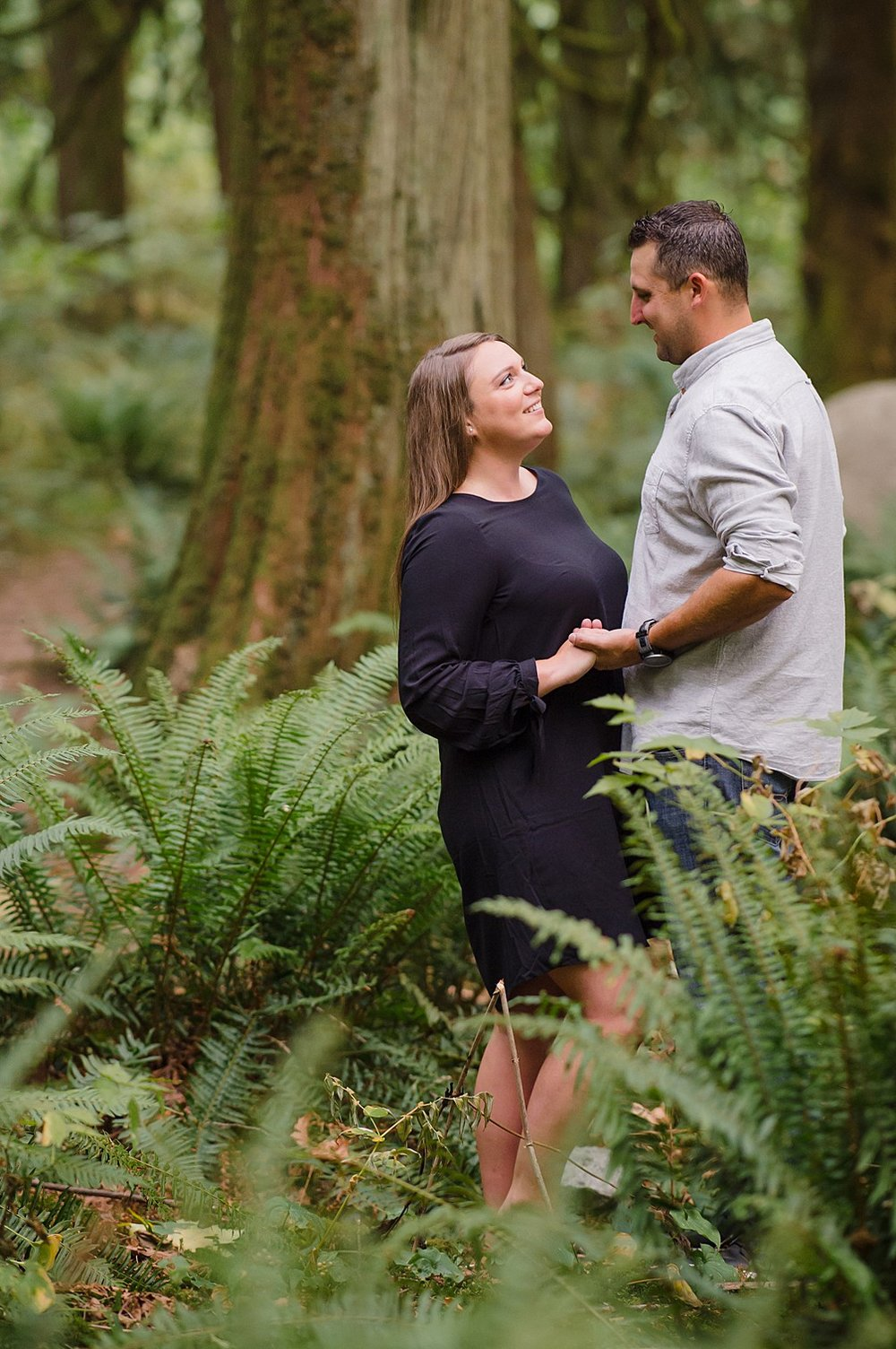 vancouver-engagement-couple-lynn-canyon-wedding-photography-lisa-lander-outdoor-photographer_4288.jpg