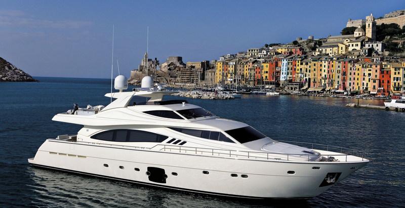 Luxury motor yacht Ferretti 881 RPH (1).jpg