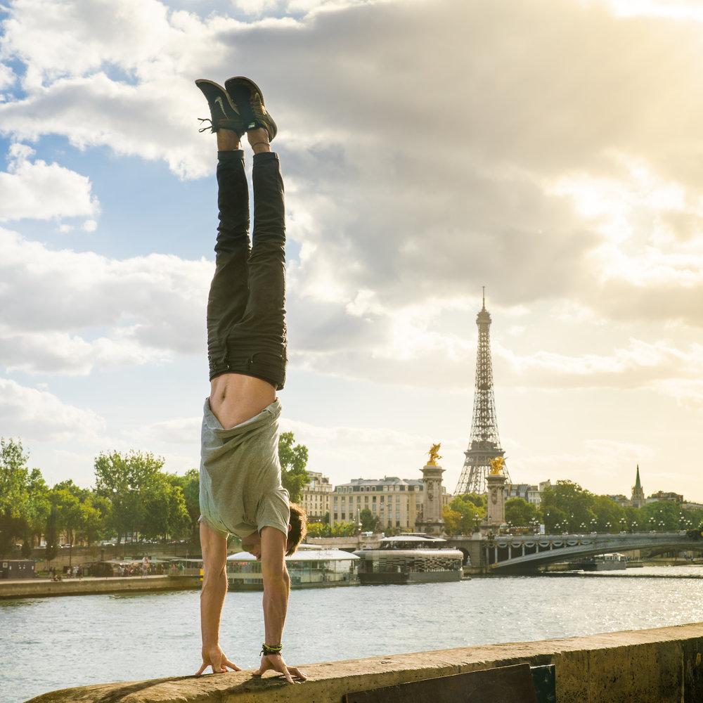 Eiffel_Fingertips.jpg
