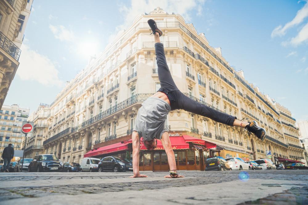 Sideways_Handstand_Paris.png