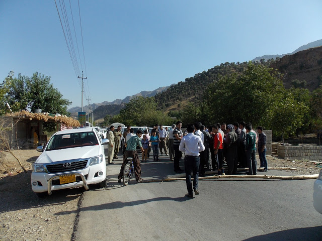 The villagers blockading the road. Photo by CPTers.