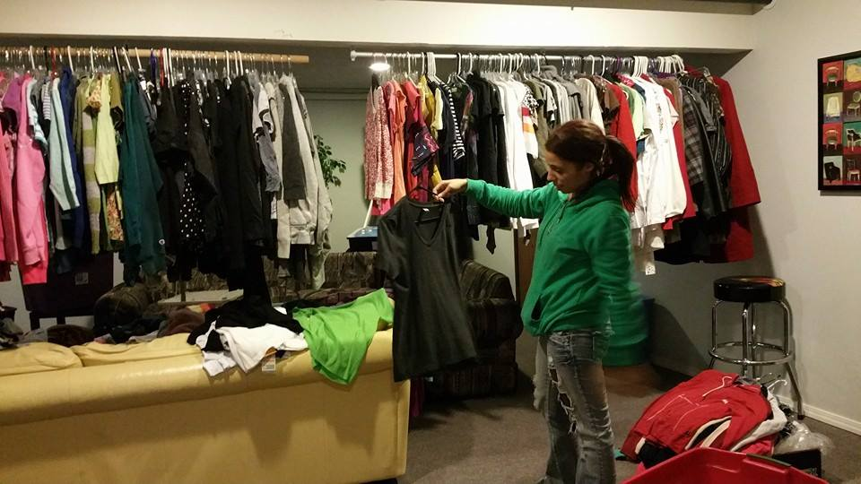 volunteer hanging clothes.jpg