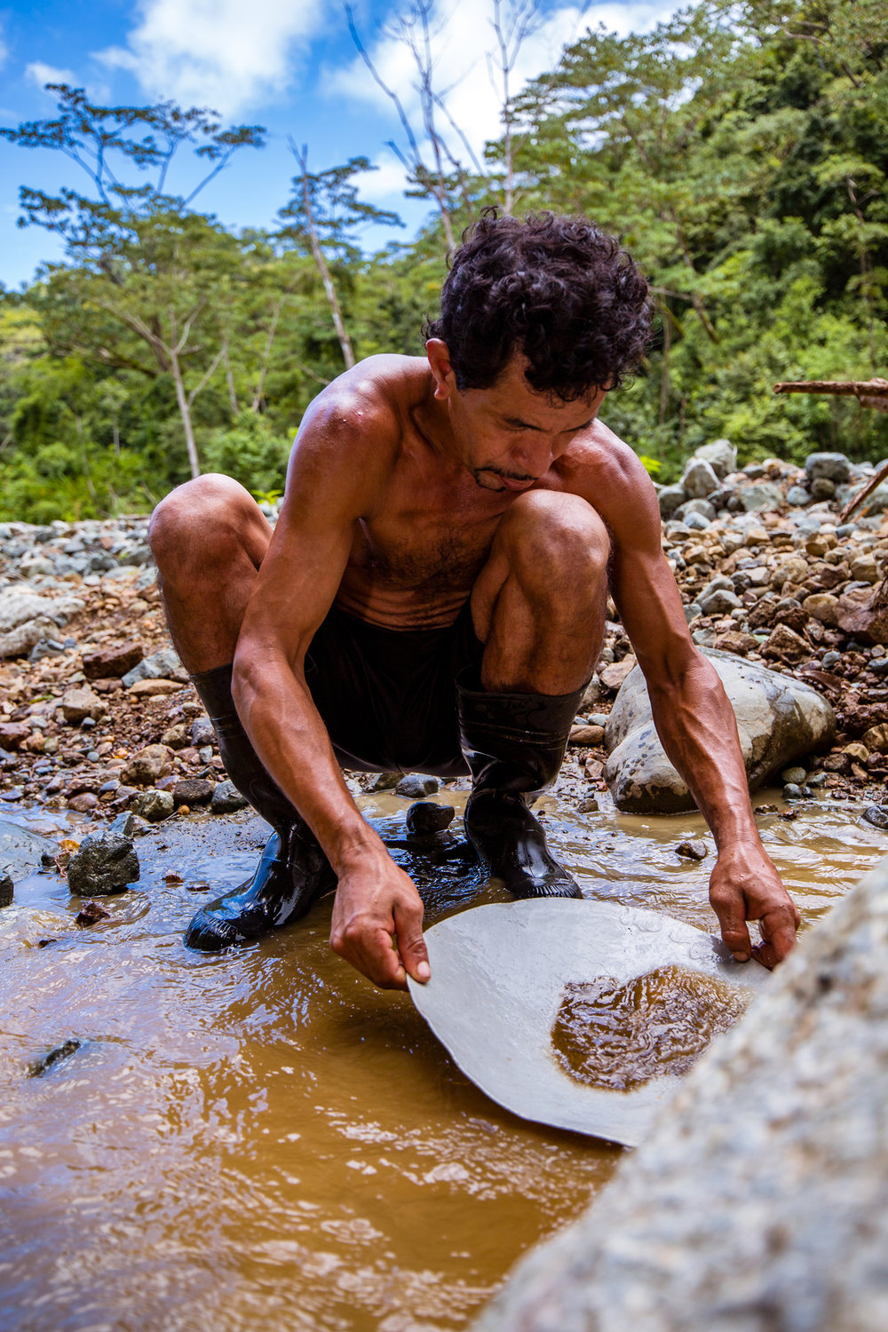Gold Panning in Rio Carate