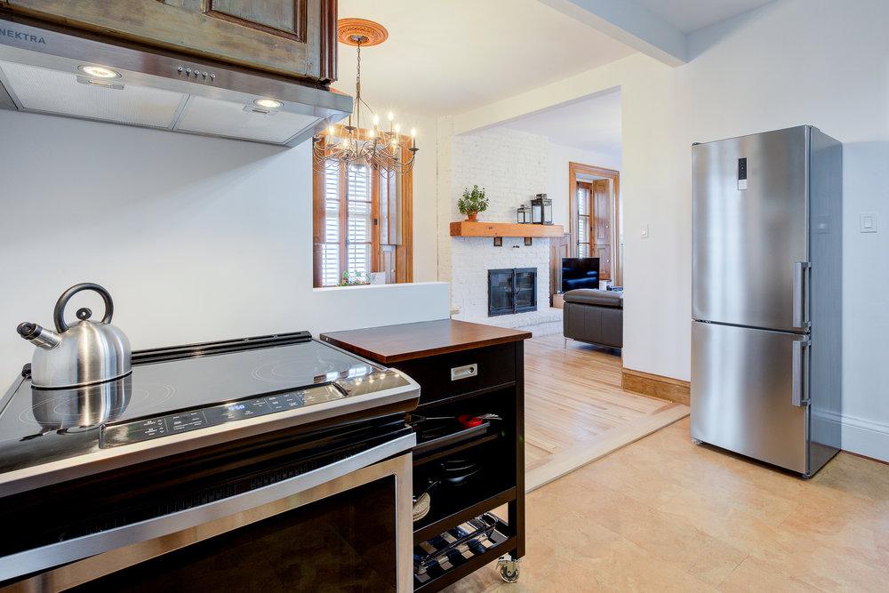 Complete Kitchen  FRIDGE, OVEN, MICROWAVE, TOASTER, COFFEE MACHINE, dishwasher