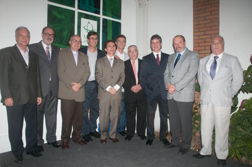 Professores da EMPG comemoram a inauguração da Casa da Medicina
