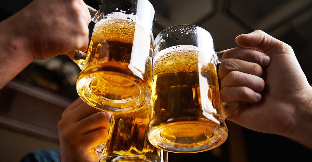 Uma em cada três pessoas no mundo consome bebidas alcóolicas