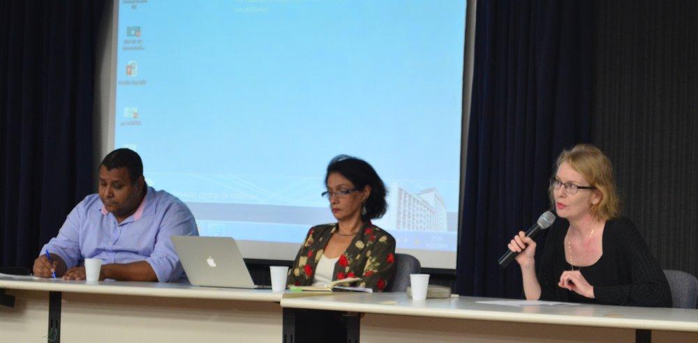 Prof. Marcelo Luciano Vieira e as professoras Maria Elena Rodriguez Ortiz e Monah Winograd