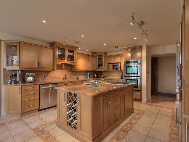2 - 127 Quesnell Cres.jpg