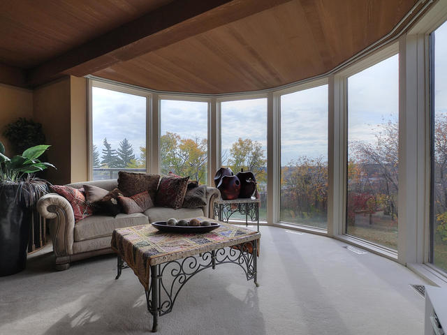 3 - 127 Quesnell Cres.jpg
