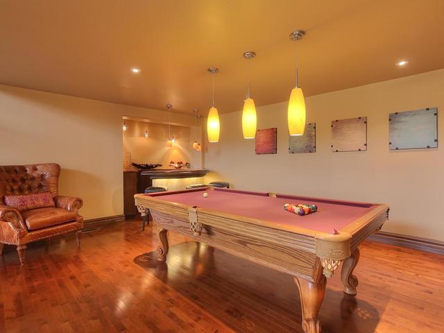 127 Quesnell Cres Edmonton AB-MLS_Size-012-48-Living Room-640x480-72dpi.jpg