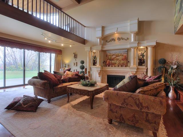 127 Quesnell Cres Edmonton AB-MLS_Size-015-53-Living Room-640x480-72dpi.jpg