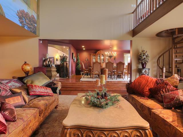 127 Quesnell Cres Edmonton AB-MLS_Size-018-68-Living Room-640x480-72dpi=.jpg