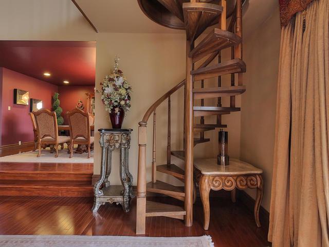 127 Quesnell Cres Edmonton AB-MLS_Size-019-61-Living Room-640x480-72dpi=.jpg