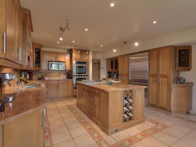 127 Quesnell Cres Edmonton AB-MLS_Size-022-45-Kitchen-640x480-72dpi.jpg