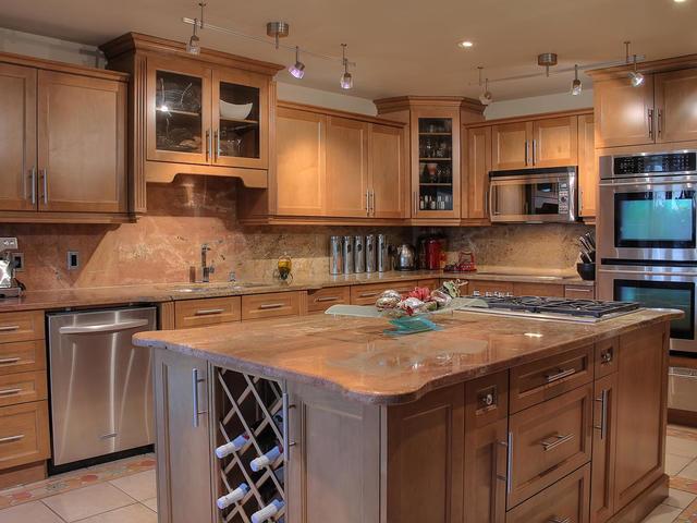 127 Quesnell Cres Edmonton AB-MLS_Size-025-120-Kitchen-640x480-72dpi.jpg